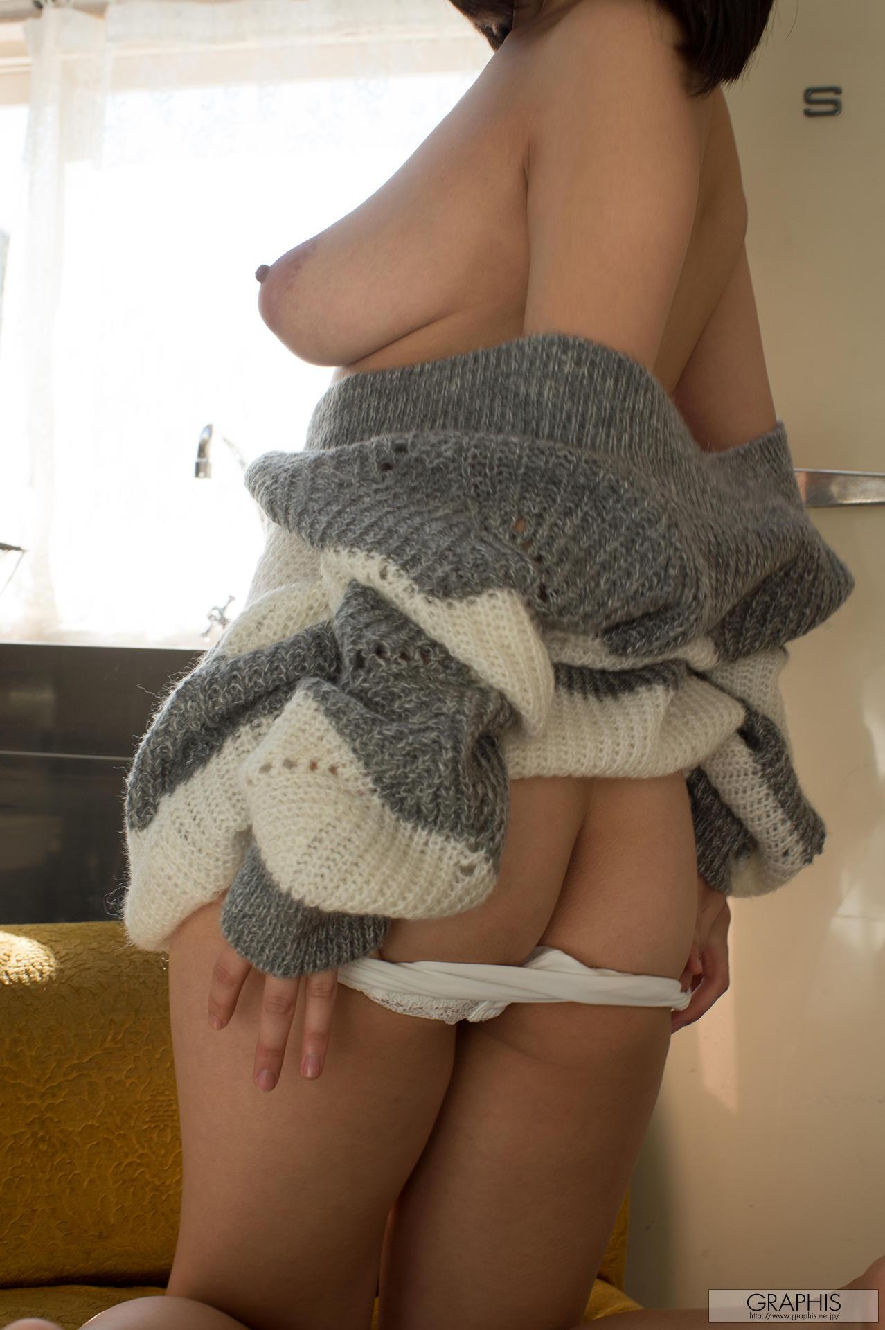 蓝白毛衣少女