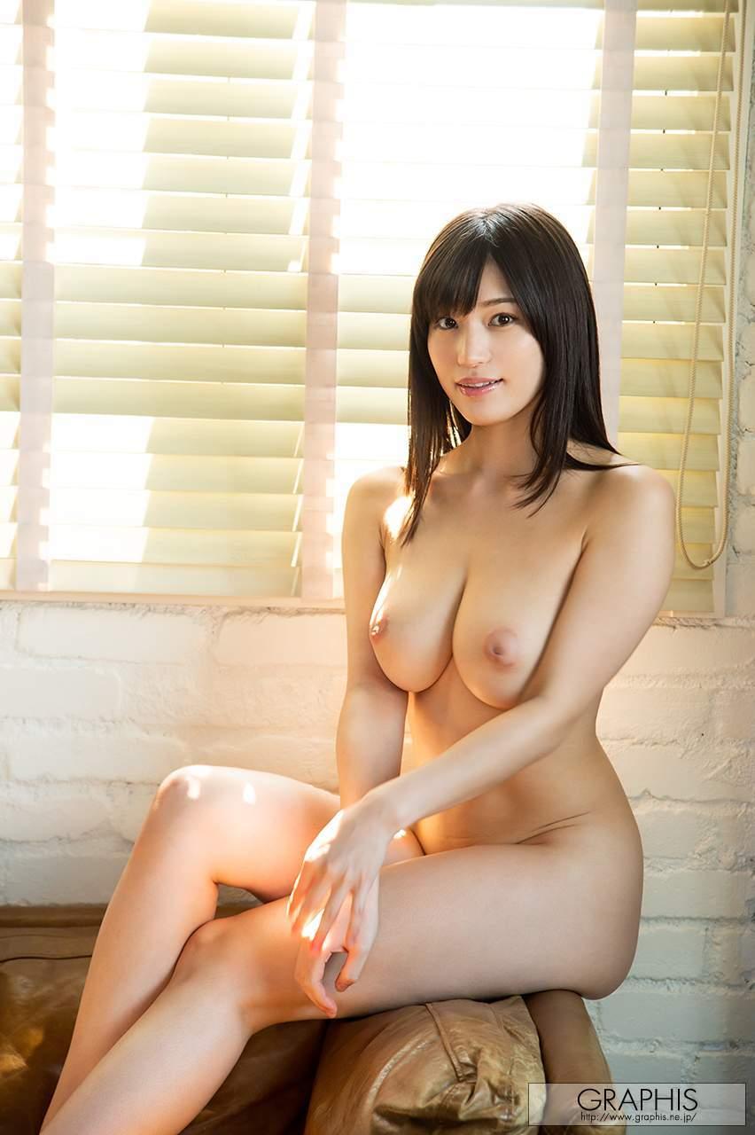 美女的乳头有缺陷,很另类,不过我看着就有想给她洗出来的冲动
