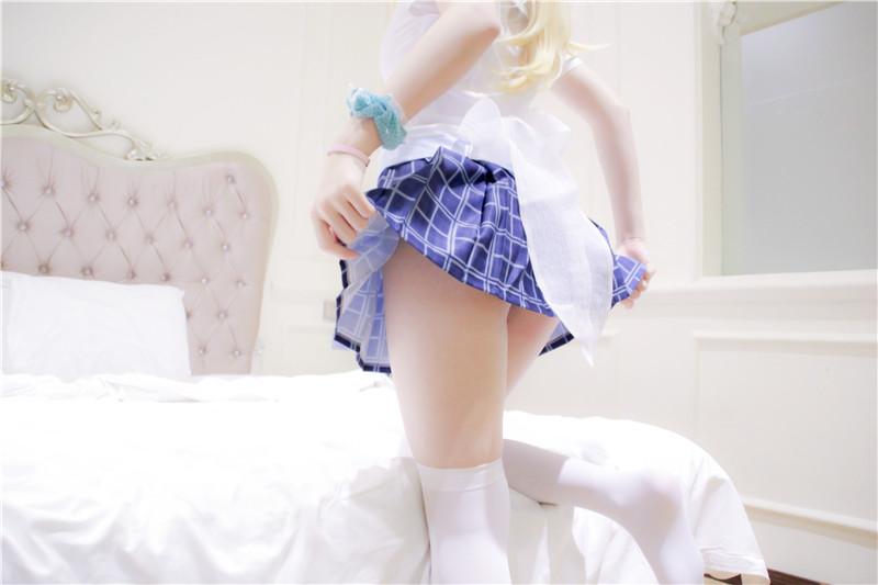 白袜短裙诱惑