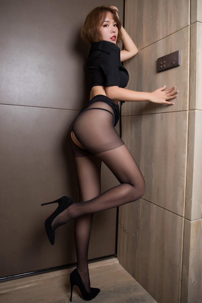 人妻雅雯绣花旗袍好短丰满翘臀吸睛