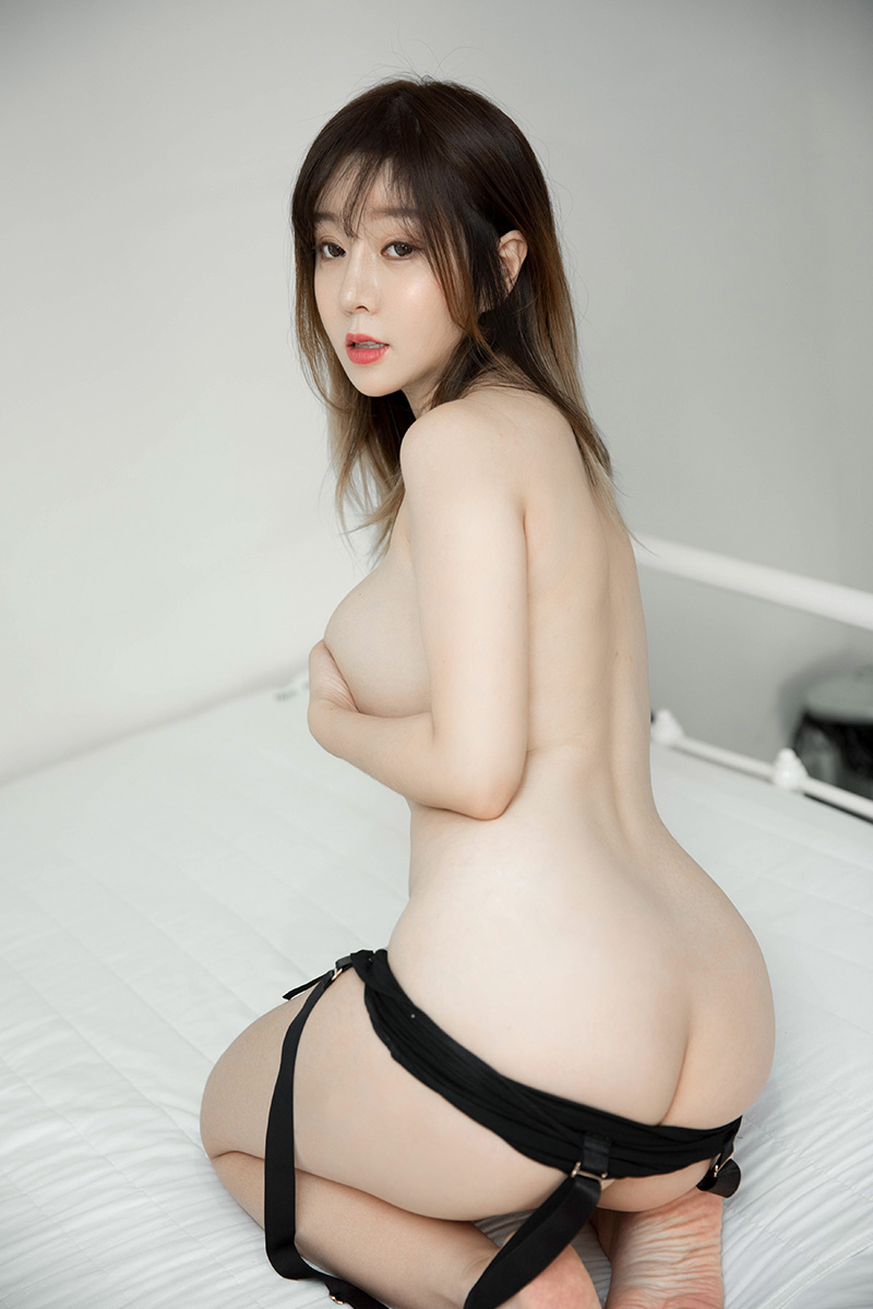 王雨纯私房诱惑图片丰满身材格外抢眼