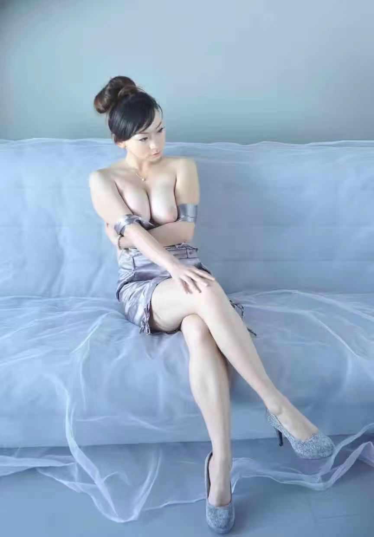 身材极品的亚洲美女