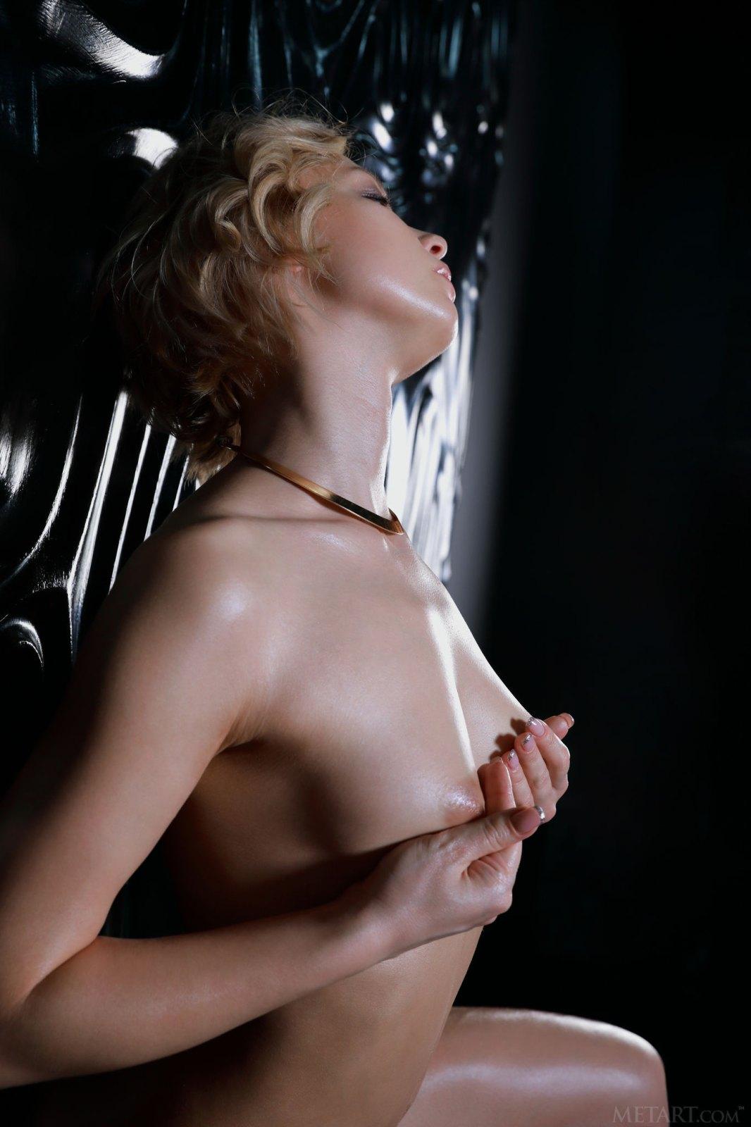 性感迷人的金发女郎Hilary Wind