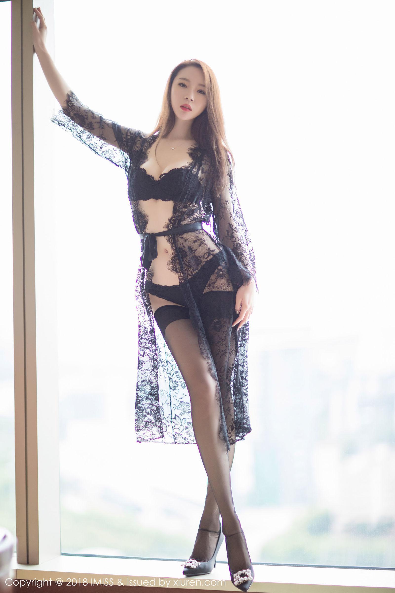 高挑美女梦心月丝袜美腿写真