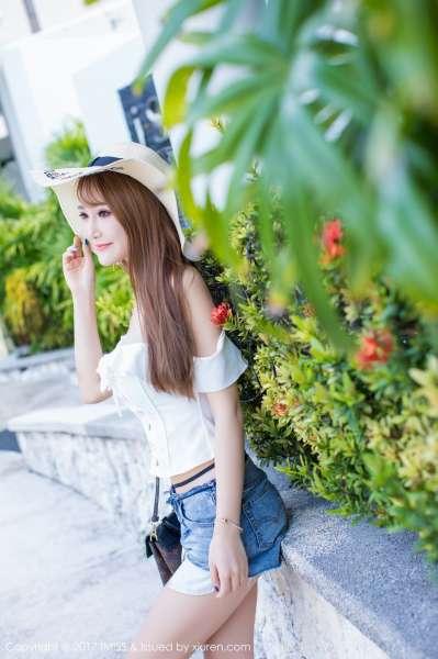 妤薇Vivian - 沙巴旅拍第一套写真