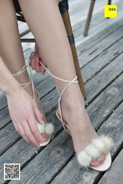 晶晶 《毛茸茸绑带凉鞋》 丝足写真~