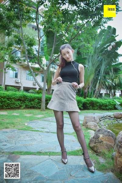 秋秋 《花园乘凉的黑丝美女》 丝足写真