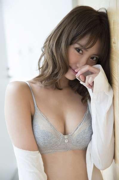 大胸翘臀日本女优诱惑图片