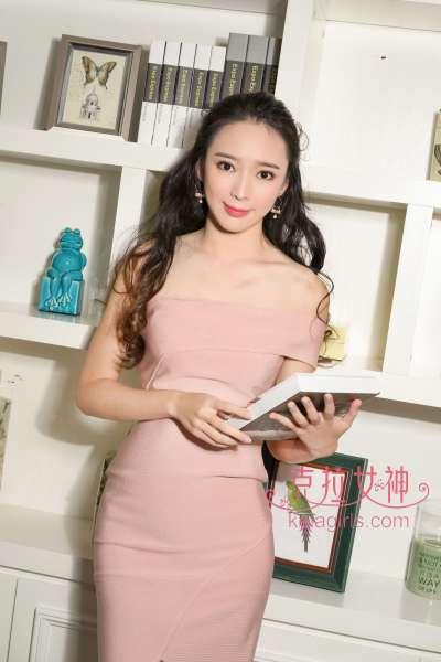 珊珊 - 清纯唯美董事长秘书 写真套图