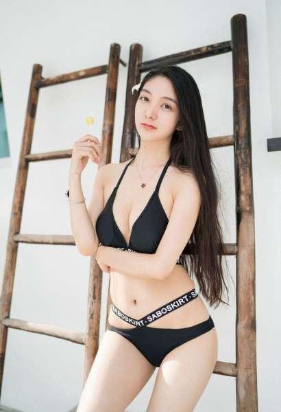 甜美御姐佟蔓骨感身材前凸后翘酥胸美乳性感写真