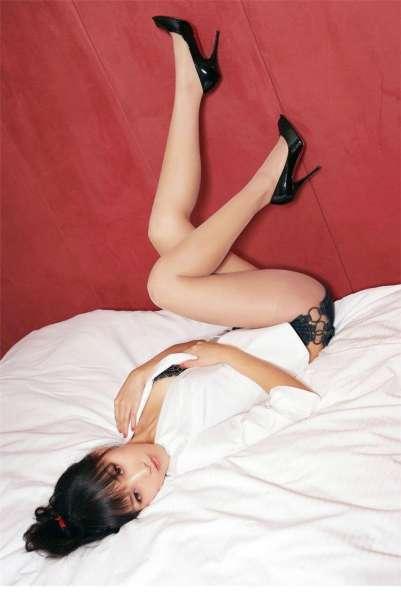 性感美胸少妇蕾丝透视装写真图集
