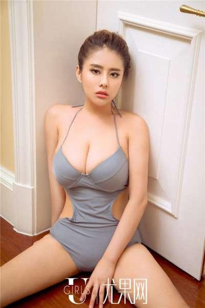 辣妹模特王莹性感丰满人体艺术写真