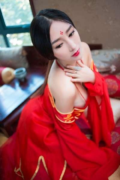 妖艳的红衣古装美女诱惑写真图片