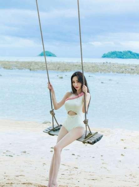 极品嫩模性感沙滩写真