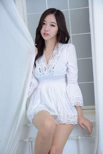 性感美女少妇蕾丝短裙写真